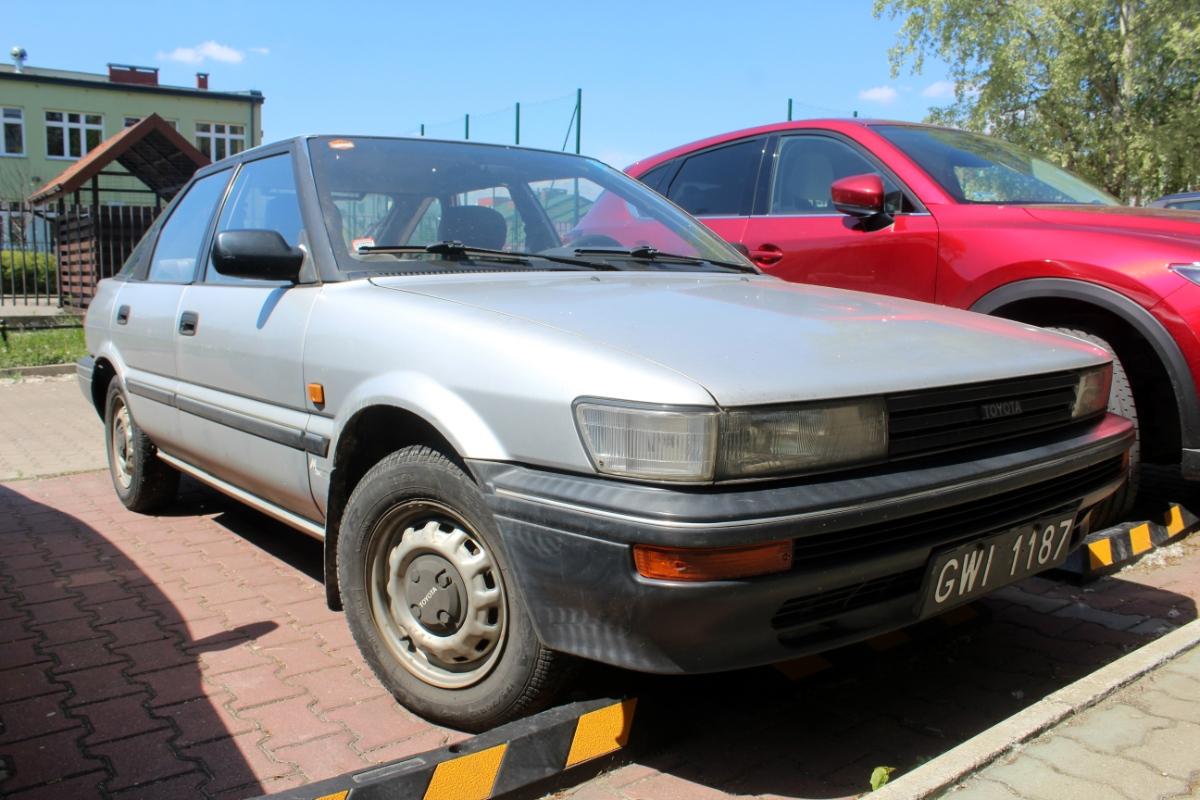 Toyota Corolla E9