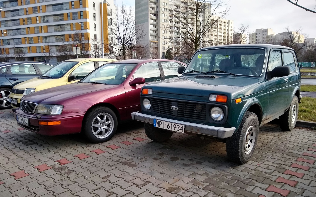 Toyota Avalon i Łada Niva