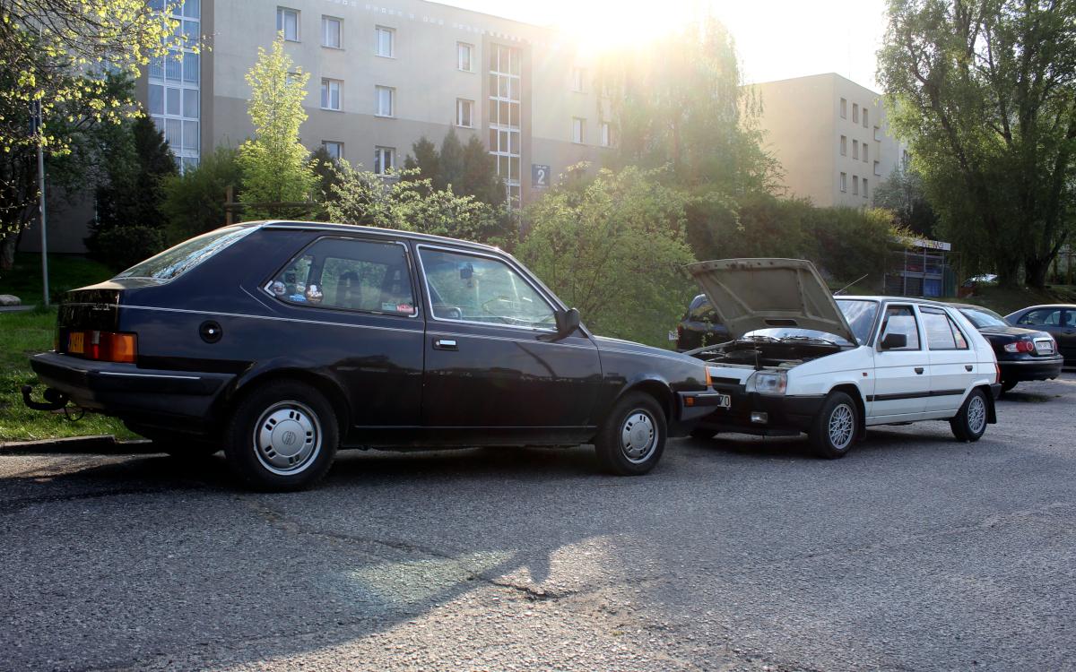 Volvo 340 i Skoda Favorit