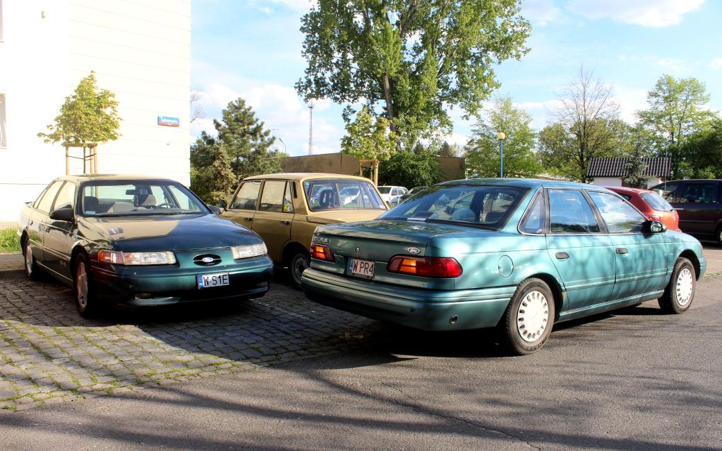 Ford Taurus II sedan