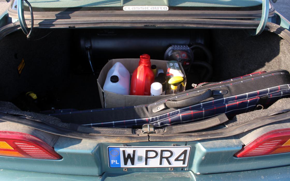 Ford Taurus sedan - bagażnik