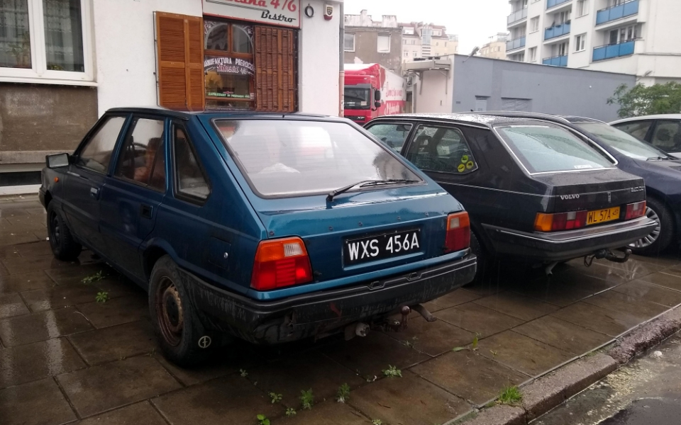 Polonez Caro i Volvo 340