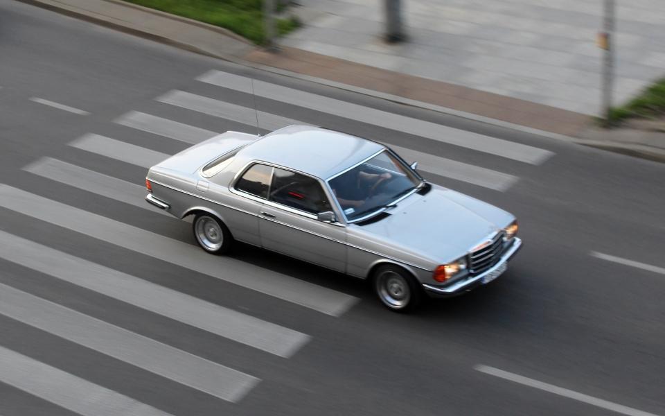 Mercedes C123