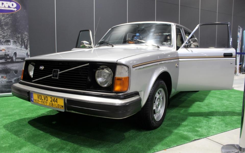 Auto Nostalgia 2020 - Volvo 244