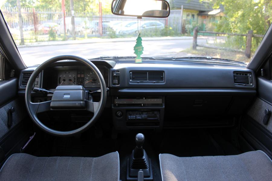 Toyota Carina II - wnętrze