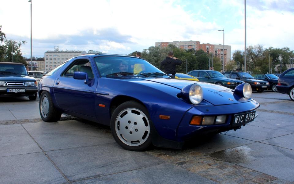Ta Ostatnia Niedziela 2020 - Porsche 928 na czarnych
