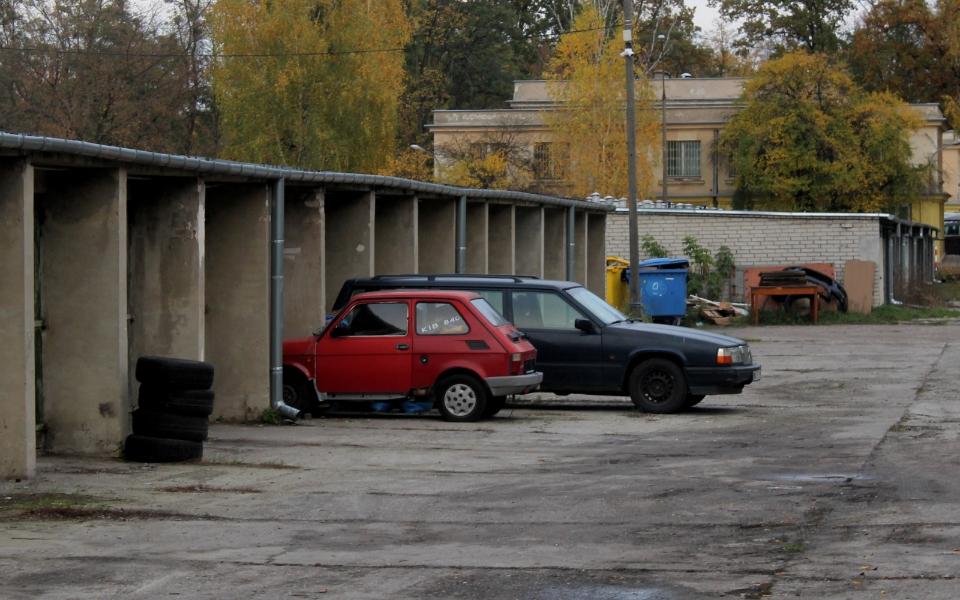Fiat 126p i Volvo 940