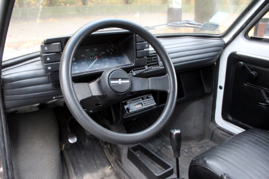 Fiat 126p - wnętrze