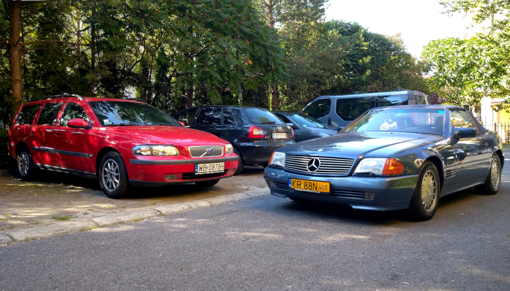 Volvo V70 i Mercedes R129