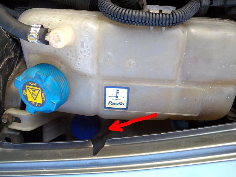 Alfa 147 - wlew płynu do spryskiwaczy