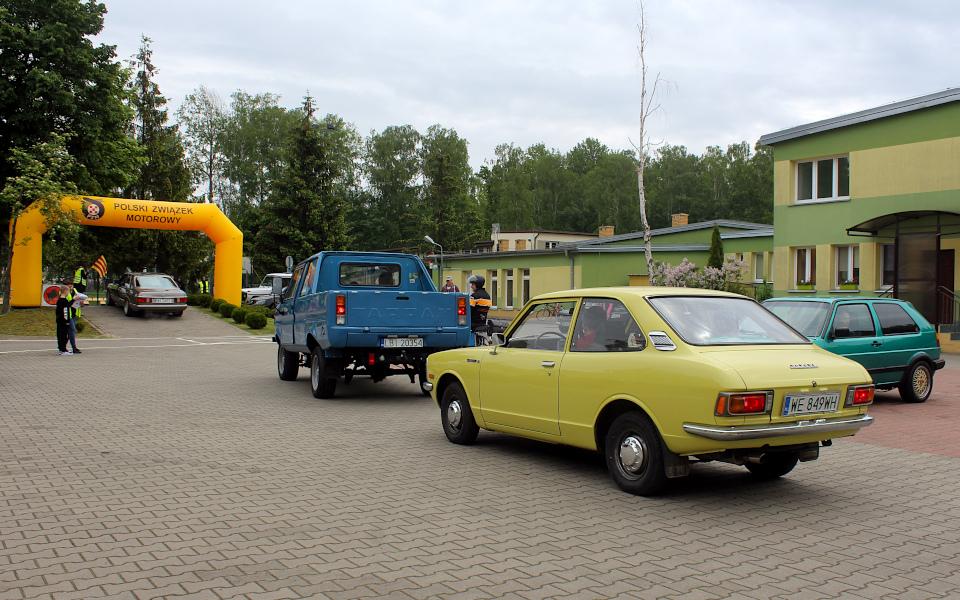 IX Rajd po Ziemi Mińskiej - Mercedes C126, Tarpan, Corolla i Golf II na starcie