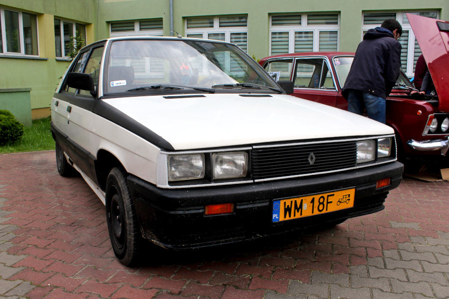 IX Rajd po Ziemi Mińskiej - Renault 11 na mecie