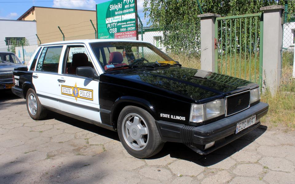 Królewski Rajd Sosnowy '21 - Volvo 740 na mecie