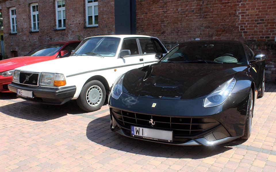 Volvo 240 i Ferrari F12