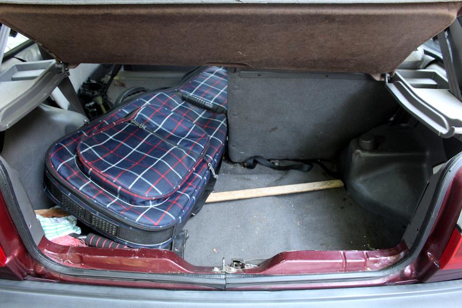Nissan Mirca K10 bagażnik