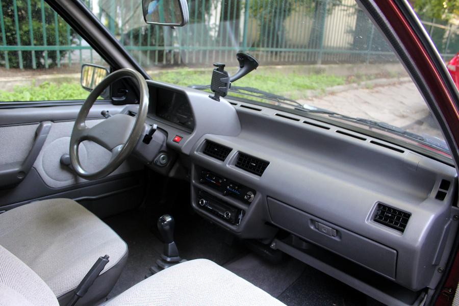 Nissan Micra K10 wnętrze