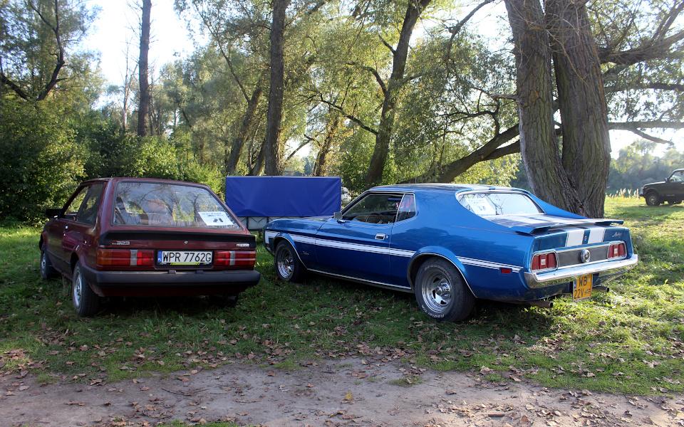 Stary Pojazd i Może - Mazda 323 i Ford Mustang
